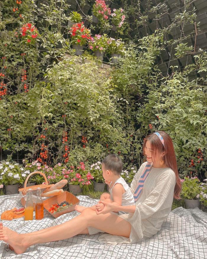 Lan Khuê khoe nhan sắc 'gái một con' đẹp mê mẩn: Con trai lớn phổng dự đoán thừa hưởng gen trội của mẹ Ảnh 1