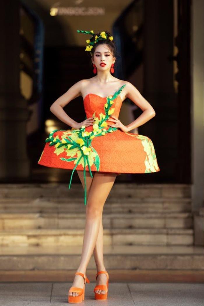 Hoa hậu Tiểu Vy diện váy không thể ngắn hơn, để lộ đôi chân dài như kiếm Nhật Ảnh 6