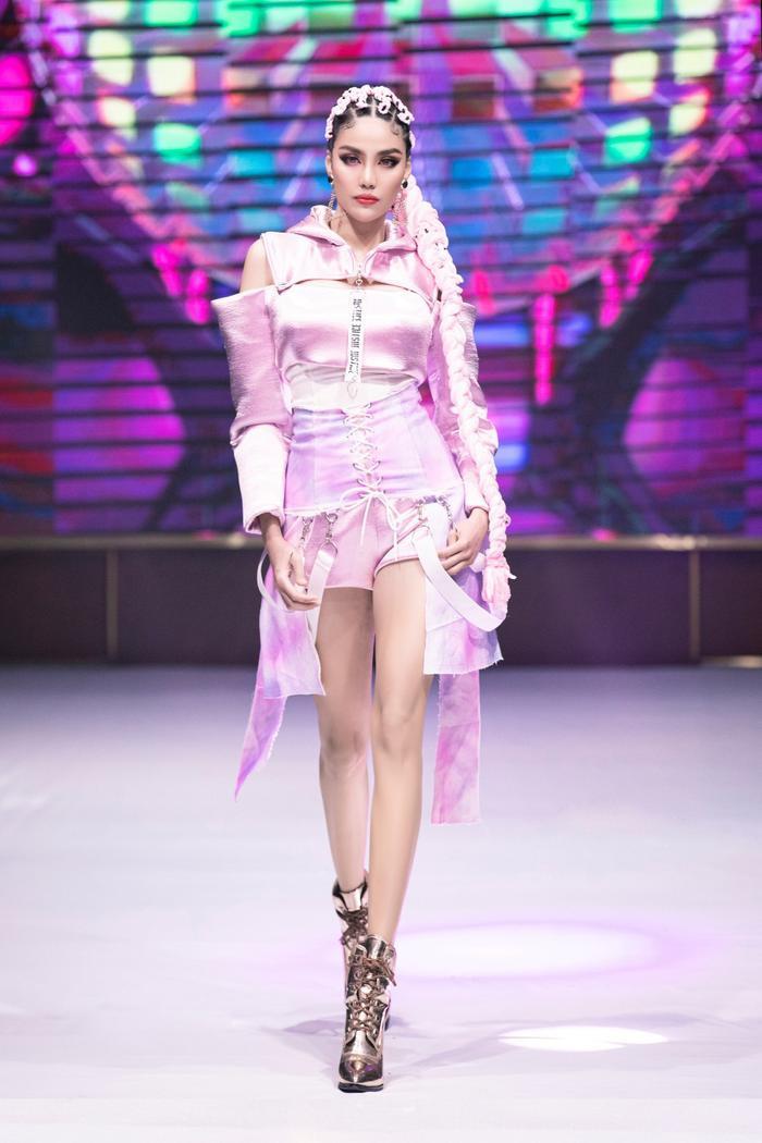 Siêu mẫu Việt Nam: Nơi sản sinh những tên tuổi vàng cho làng thời trang Việt Ảnh 10