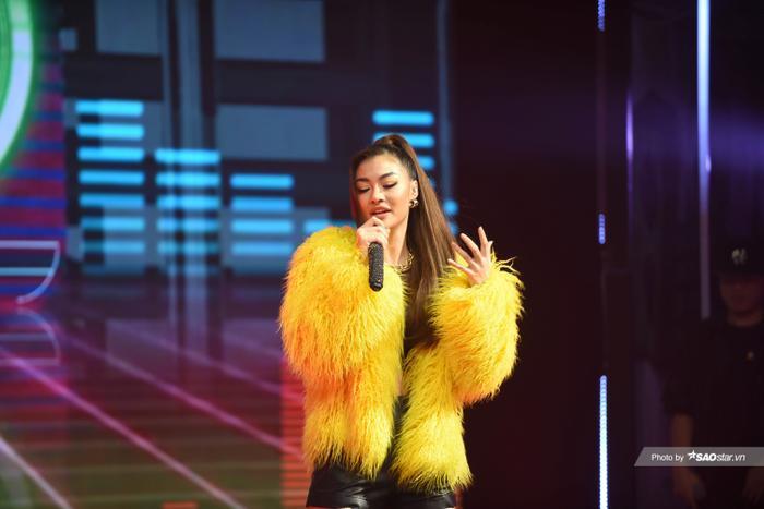 Bước ngoặt của Lona Kiều Loan sau King Of Rap: mang hình ảnh á hậu hát rap 'phủ sóng' sàn diễn thời trang Ảnh 2
