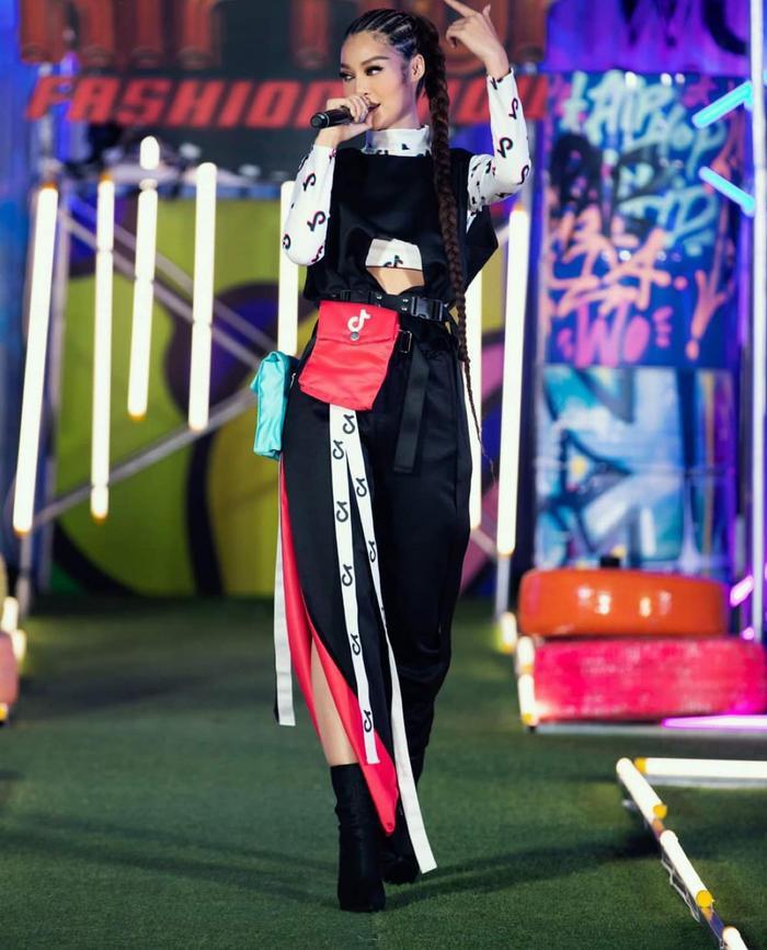 Bước ngoặt của Lona Kiều Loan sau King Of Rap: mang hình ảnh á hậu hát rap 'phủ sóng' sàn diễn thời trang Ảnh 18