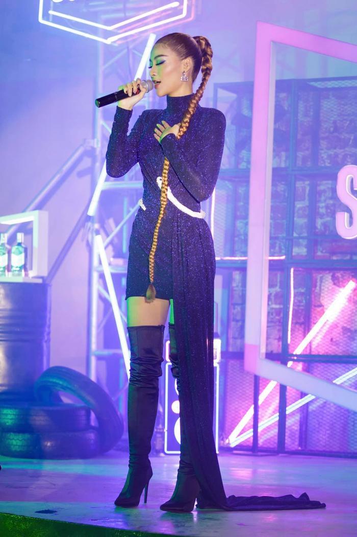 Bước ngoặt của Lona Kiều Loan sau King Of Rap: mang hình ảnh á hậu hát rap 'phủ sóng' sàn diễn thời trang Ảnh 10