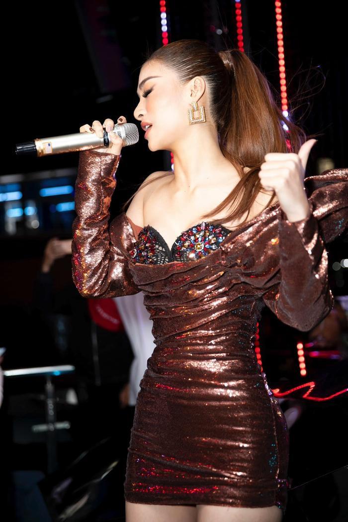 Bước ngoặt của Lona Kiều Loan sau King Of Rap: mang hình ảnh á hậu hát rap 'phủ sóng' sàn diễn thời trang Ảnh 11