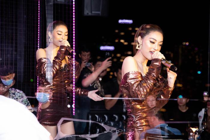 Bước ngoặt của Lona Kiều Loan sau King Of Rap: mang hình ảnh á hậu hát rap 'phủ sóng' sàn diễn thời trang Ảnh 16