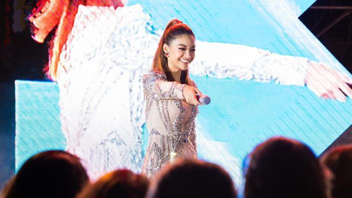 Bước ngoặt của Lona Kiều Loan sau King Of Rap: mang hình ảnh á hậu hát rap 'phủ sóng' sàn diễn thời trang Ảnh 9