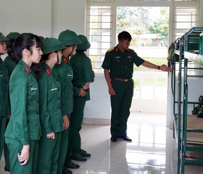 Mũi trưởng Long khóc thút thít khi tạm biệt 'hội chị em' Hậu Hoàng, Khánh Vân