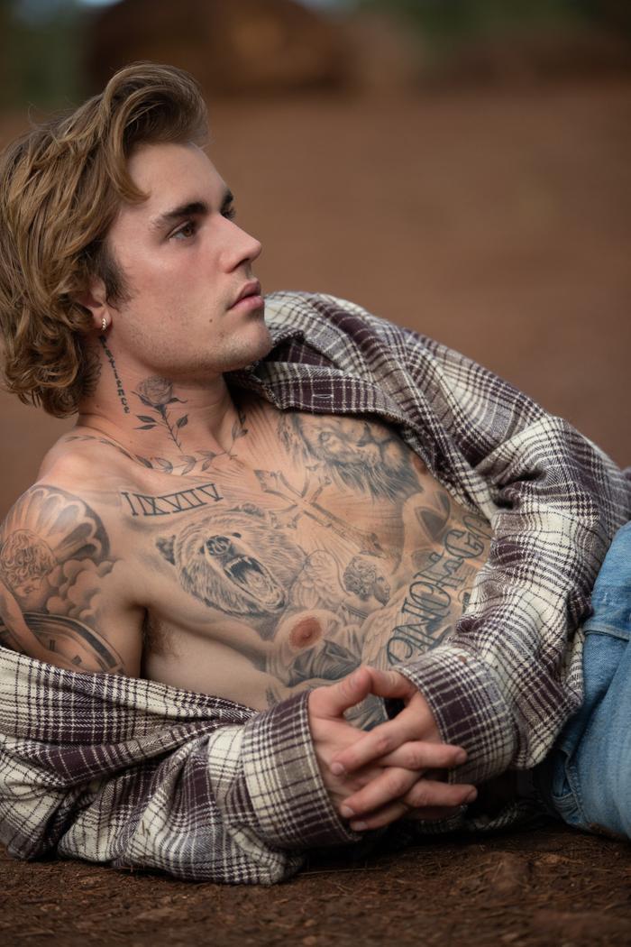 Justin Bieber khoe body nóng bỏng, netizen kêu cạo sạch râu rồi hãng lên bão! Ảnh 1