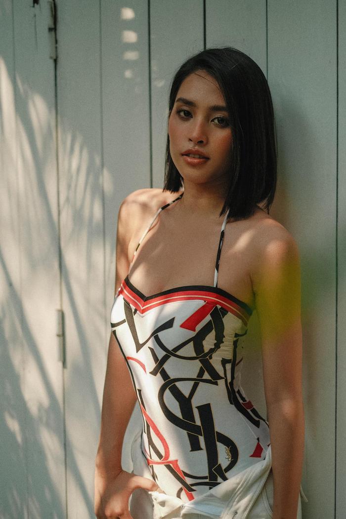 Hoa hậu Tiểu Vy khoe đường cong tỷ lệ vàng với loạt trang phục mặc đi biển Ảnh 7