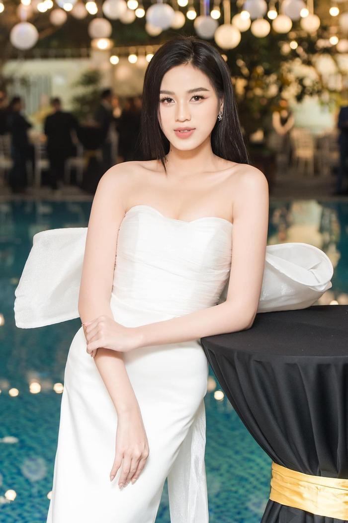 Đỗ Thị Hà khoe layout makeup xinh tươi nhưng dân tình lại bị hút hồn bởi vòng 1 nảy nở quyến rũ Ảnh 5