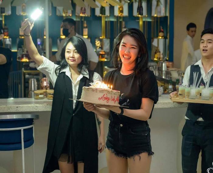 Chúc mừng sinh nhật Thuý Ngân: Tuổi 30 trọn vẹn Ảnh 3