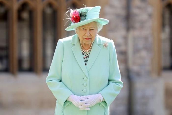 Nữ hoàng Anh nhận hàng trăm lá thư ủng hộ sau phỏng vấn 'tố người nhà' của vợ chồng Harry - Meghan Ảnh 1