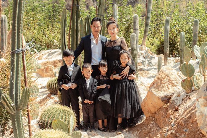 Lý Hải - Minh Hà mừng sinh nhật thứ 36 của 'nóc nhà', nhưng trang phục hình như hơi trầm Ảnh 1