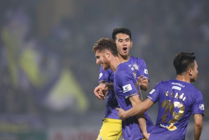 Đình Trọng bị đánh vào mặt trong ngày Hà Nội FC thoát chết phút 90 Ảnh 3