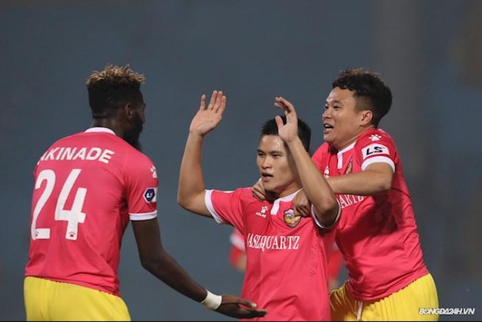 Đình Trọng bị đánh vào mặt trong ngày Hà Nội FC thoát chết phút 90 Ảnh 1