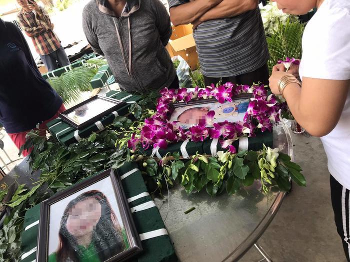 Cháy nhà khiến 6 người tử vong: Người thân, hàng xóm tập trung ở nhà tang lễ đón thi thể các nạn nhân về Ảnh 9