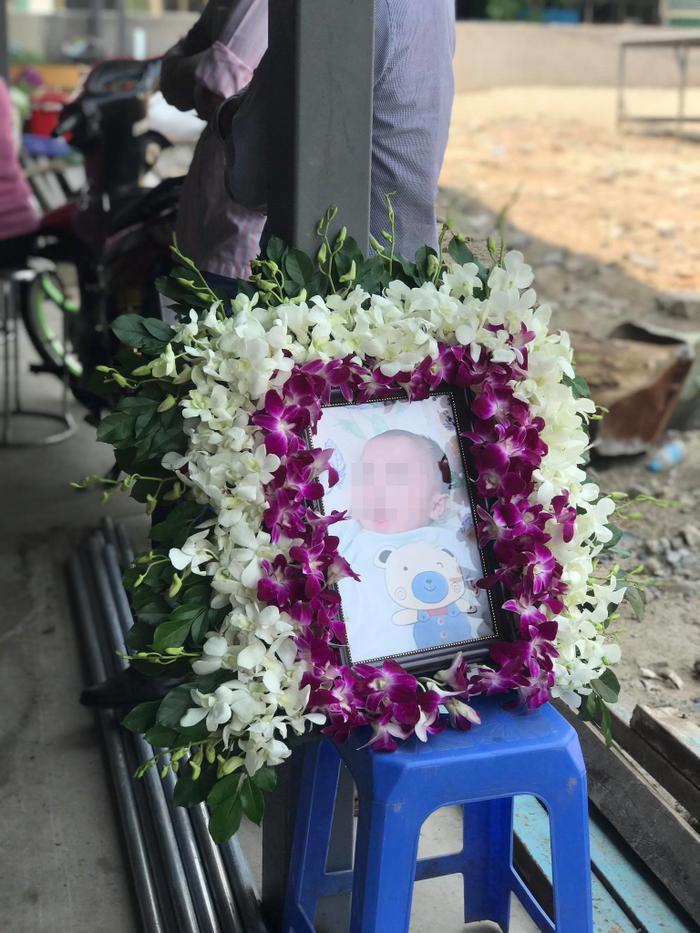 Cháy nhà khiến 6 người tử vong: Người thân, hàng xóm tập trung ở nhà tang lễ đón thi thể các nạn nhân về Ảnh 10