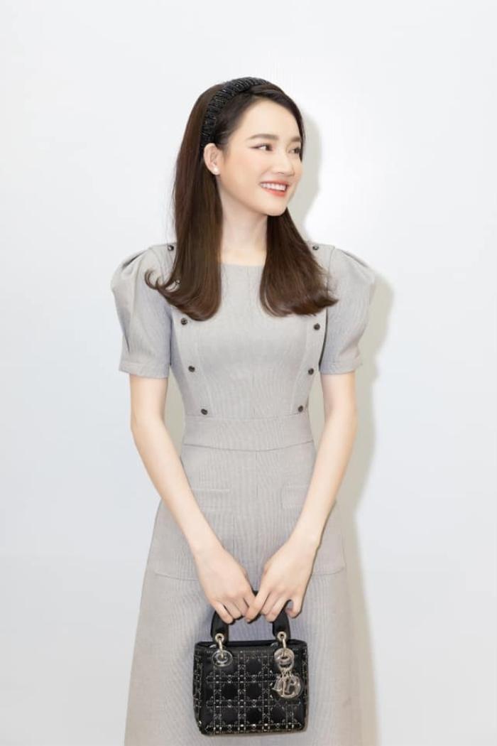 Tuyển tập váy áo tôn vòng eo 'bé siêu thực' của Nhã Phương Ảnh 3