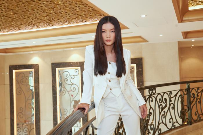 Người đẹp MU Việt Nam 2019 - Lâm Bích Tuyền thần thái ngút ngàn với bộ suit trắng Ảnh 9