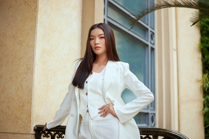 Người đẹp MU Việt Nam 2019 - Lâm Bích Tuyền thần thái ngút ngàn với bộ suit trắng Ảnh 6