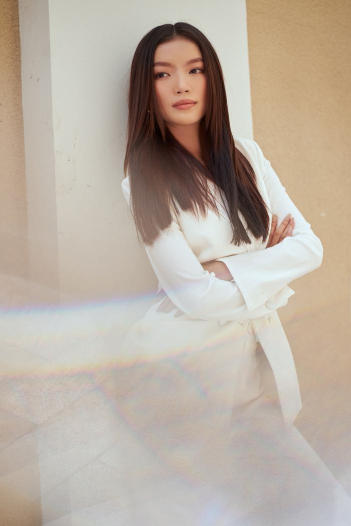 Người đẹp MU Việt Nam 2019 - Lâm Bích Tuyền thần thái ngút ngàn với bộ suit trắng Ảnh 5