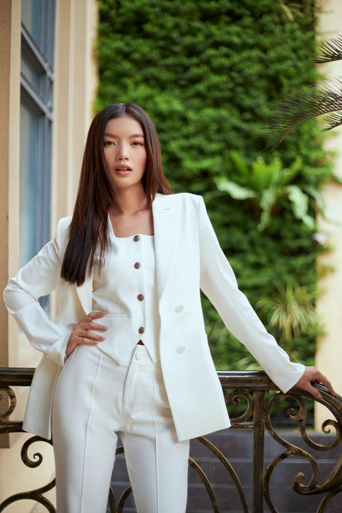 Người đẹp MU Việt Nam 2019 - Lâm Bích Tuyền thần thái ngút ngàn với bộ suit trắng Ảnh 7
