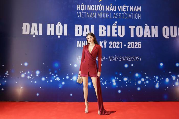 Lan Khuê - Minh Tú đối đầu phong cách tại Đại hội Hội người mẫu Việt Nam: Đẳng cấp Siêu mẫu là đây! Ảnh 3