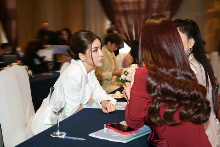 Lan Khuê - Minh Tú đối đầu phong cách tại Đại hội Hội người mẫu Việt Nam: Đẳng cấp Siêu mẫu là đây! Ảnh 11