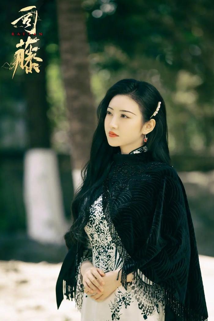 Đốn tim fan với vai Tư Đằng, Cảnh Điềm bất ngờ lộ khoảnh khắc kém sắc với ảnh chưa photoshop Ảnh 1