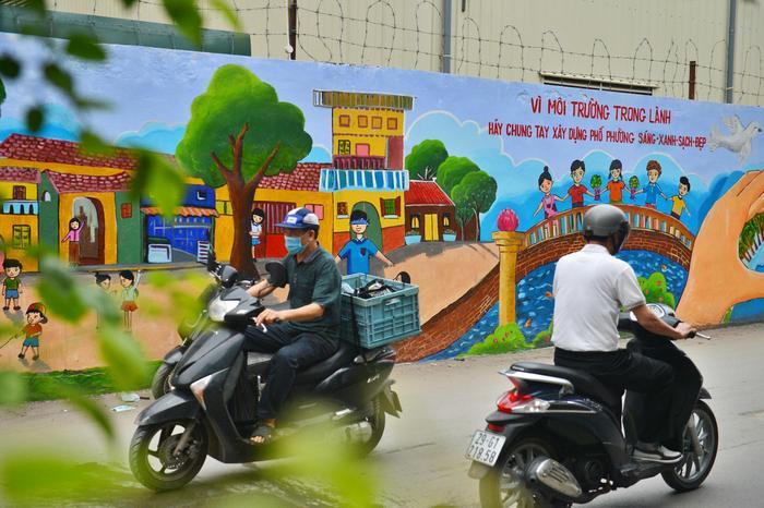Bức tường phía sau nhà máy Rạng Đông 'lột xác' lung linh sau vụ cháy kinh hoàng Ảnh 11