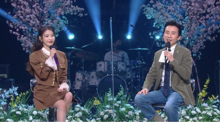 Fan tiếc hùi hụi vì xém chút nữa là được thấy màn kết hợp 'kinh điển' của IU và CL (2NE1) Ảnh 2