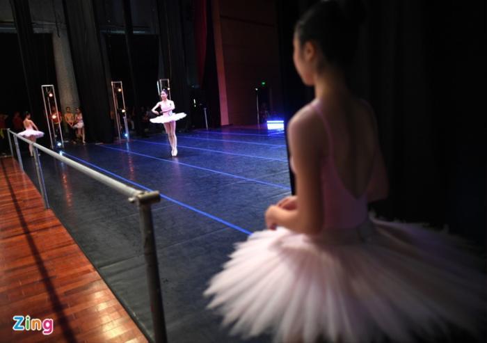 Hơn 300 học sinh trường múa kêu cứu: Trách nhiệm thuộc về ai? Ảnh 1