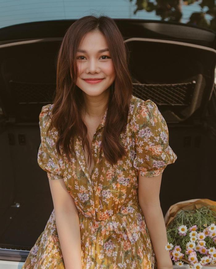 Elly Trần khoe nóng 'nghẹt thở' nhưng dân tình chỉ để ý đến đôi chân dài ngoằng phi lý Ảnh 6