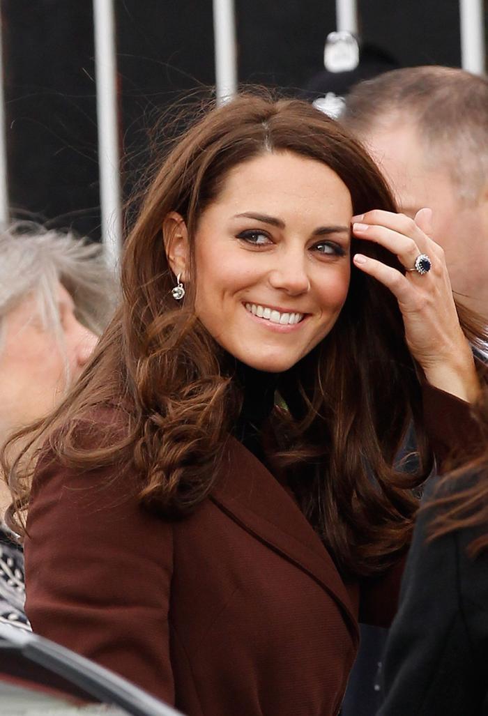 Bí ẩn tủ đồ Hoàng gia: Chuyện chưa kể đằng sau chiếc nhẫn đính hôn của Kate Middleton Ảnh 6