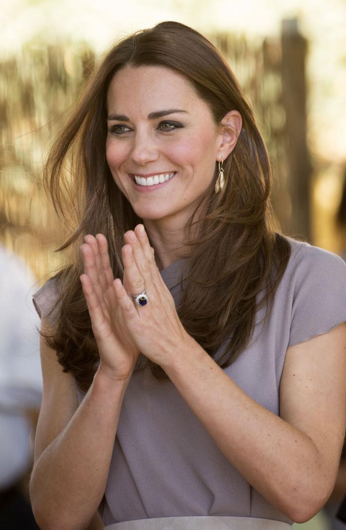 Bí ẩn tủ đồ Hoàng gia: Chuyện chưa kể đằng sau chiếc nhẫn đính hôn của Kate Middleton Ảnh 5