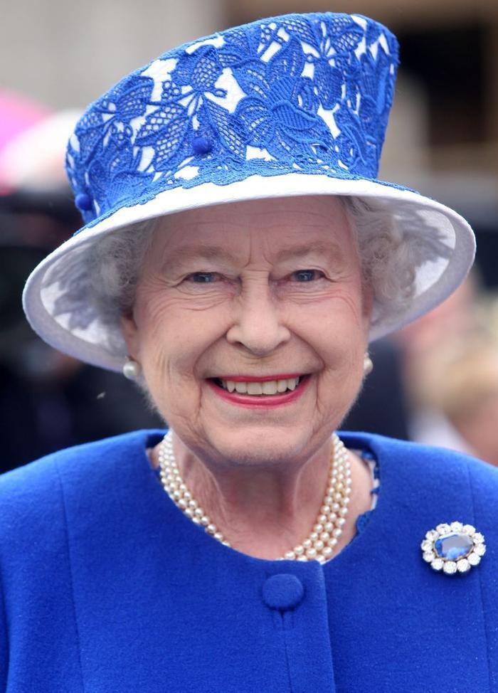 Bí ẩn tủ đồ Hoàng gia: Chuyện chưa kể đằng sau chiếc nhẫn đính hôn của Kate Middleton Ảnh 1