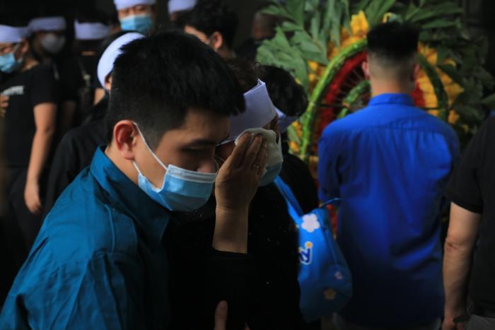 Hàng trăm người chết lặng trong đám tang đẫm nước mắt của gia đình 4 người tử vong thương tâm sau vụ cháy Ảnh 15