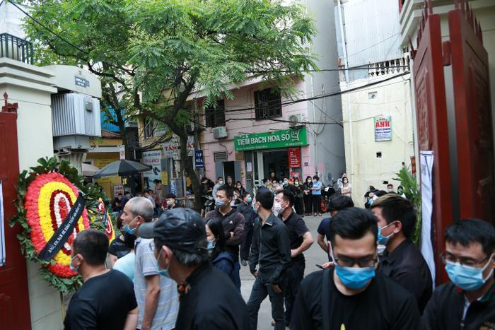 Hàng trăm người chết lặng trong đám tang đẫm nước mắt của gia đình 4 người tử vong thương tâm sau vụ cháy Ảnh 4