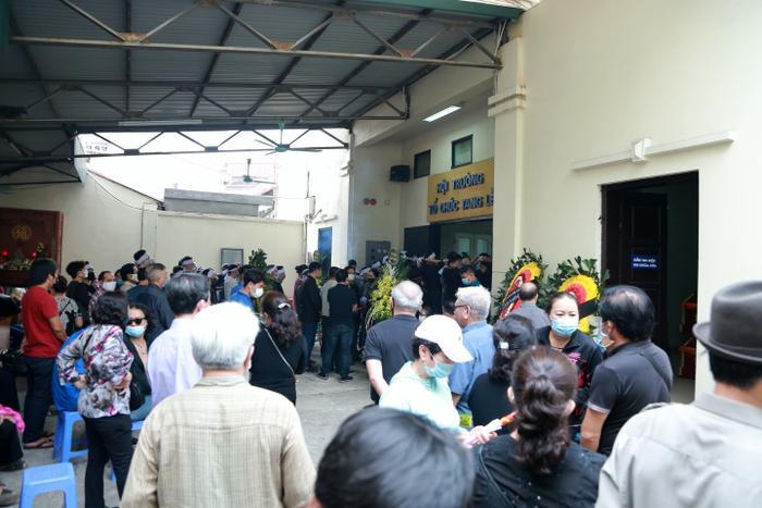 Hàng trăm người chết lặng trong đám tang đẫm nước mắt của gia đình 4 người tử vong thương tâm sau vụ cháy Ảnh 10