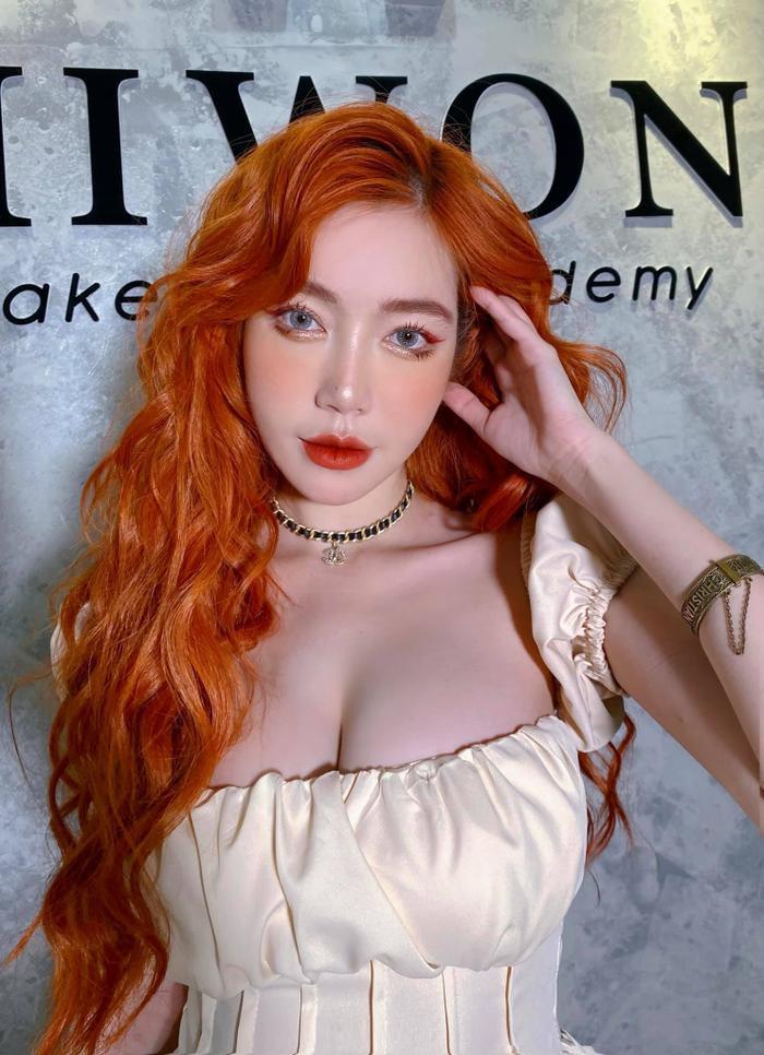 Chiều con gái, Elly Trần từ tóc bạch kim chuyển sang tóc cam giống nàng tiên cá Ảnh 1
