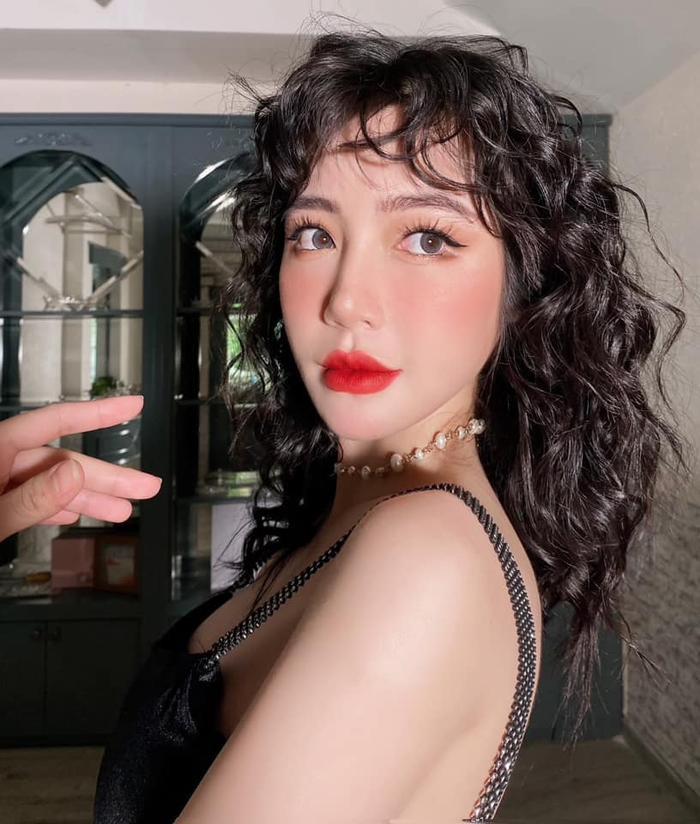 Chiều con gái, Elly Trần từ tóc bạch kim chuyển sang tóc cam giống nàng tiên cá Ảnh 7