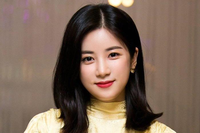 Bị tố bạo lực học đường, Chorong (Apink) đòi kiện bạn cũ