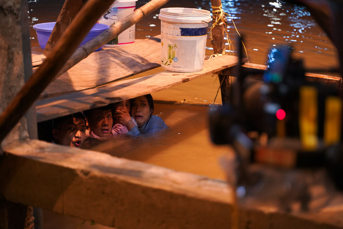 Mạc Văn Khoa tái mặt, bị Lý Hải 'vắt ra nước' trong 'Lật Mặt: 48h' Ảnh 10