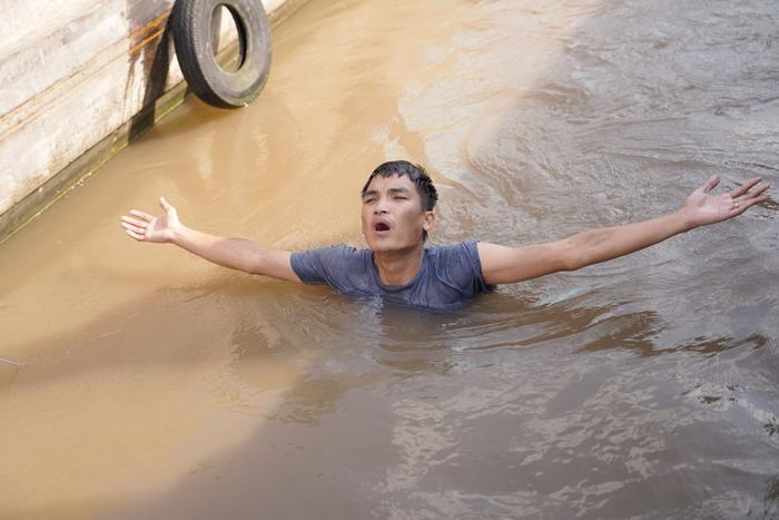 Mạc Văn Khoa tái mặt, bị Lý Hải 'vắt ra nước' trong 'Lật Mặt: 48h' Ảnh 4