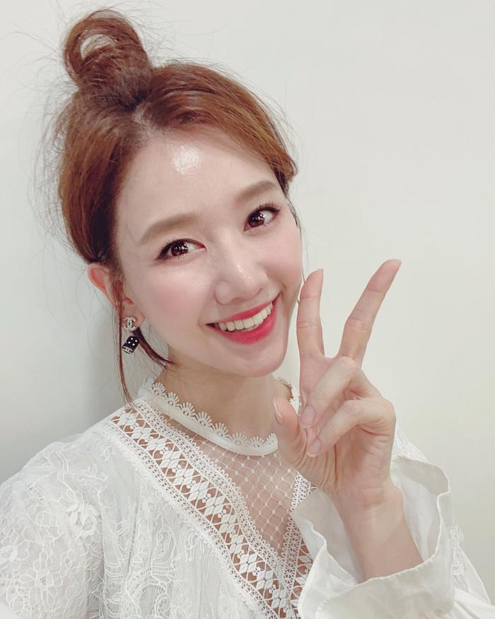 Lén Trấn Thành bắt trend nhảy Tik Tok, biểu cảm của Hari Won khiến fan thích thú Ảnh 3