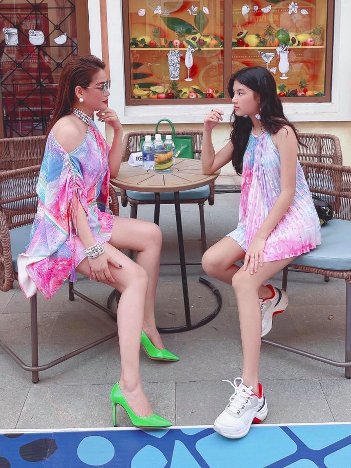 Sau bao lần bị chê tơi tả, Trương Ngọc Ánh xuất hiện gợi cảm, lên đồ đôi xinh đẹp cùng con gái Ảnh 5