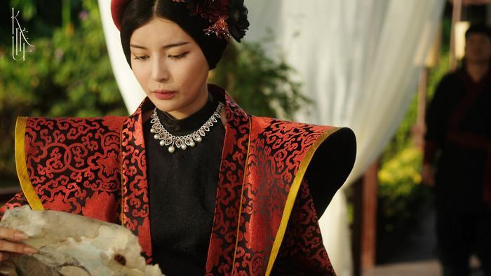 'Kiều': Nàng Kiều của Nguyễn Du bước lên màn ảnh hay chỉ là tác phẩm mượn danh phá banh nguyên tác? Ảnh 11