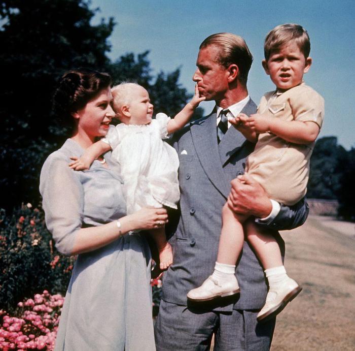 Món quà đặc biệt Hoàng thân Philip từng dành tặng cho Nữ hoàng Elizabeth II khiến nhiều người xúc động Ảnh 4