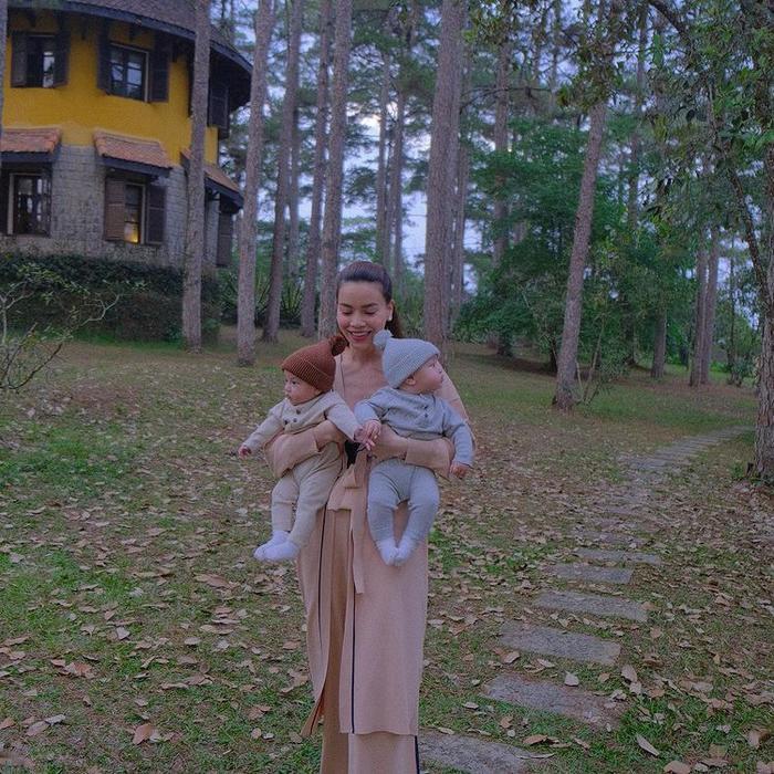 Lisa năm tay Leon cực đáng yêu đi du lịch Đà Lạt, mẹ Hà Hồ cho diện đồ đôi cưng xỉu Ảnh 4