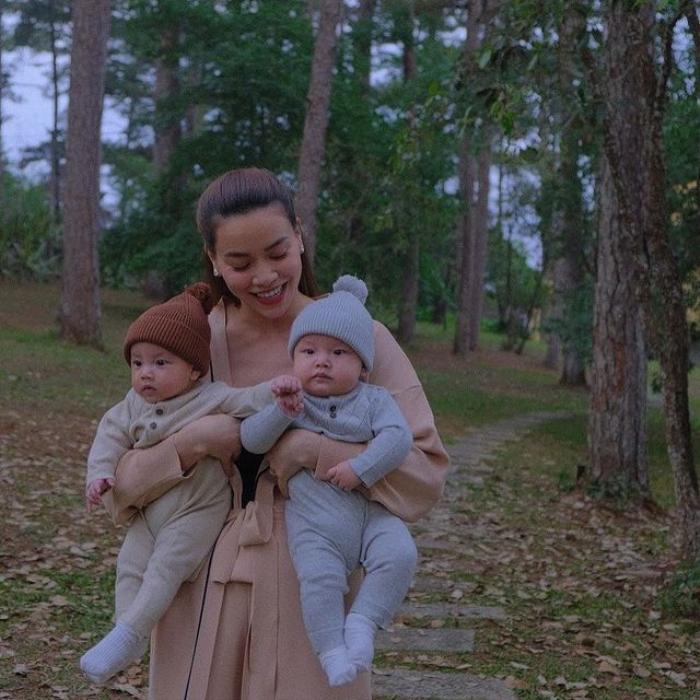 Lisa năm tay Leon cực đáng yêu đi du lịch Đà Lạt, mẹ Hà Hồ cho diện đồ đôi cưng xỉu Ảnh 2
