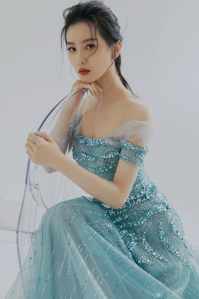 Đêm hội Văn hóa thời trang: Cận cảnh nhan sắc Vương Tuấn Khải - Lý Hiện, Lưu Thi Thi đọ sắc Angela Baby! Ảnh 25